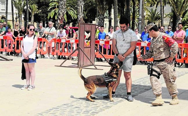 La unidad canina se luce ante 300 personas