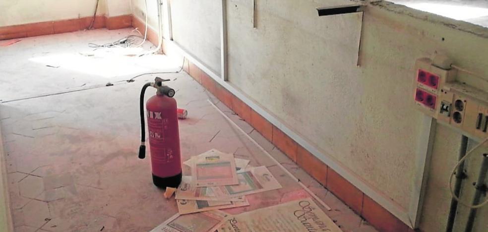 Los actos vandálicos dejan en un estado lamentable el antiguo Parador de Turismo de Puerto Lumbreras