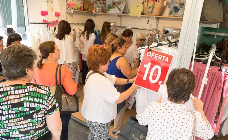 La Feria de Verano saca la moda de 30 tiendas a la avenida de la Libertad