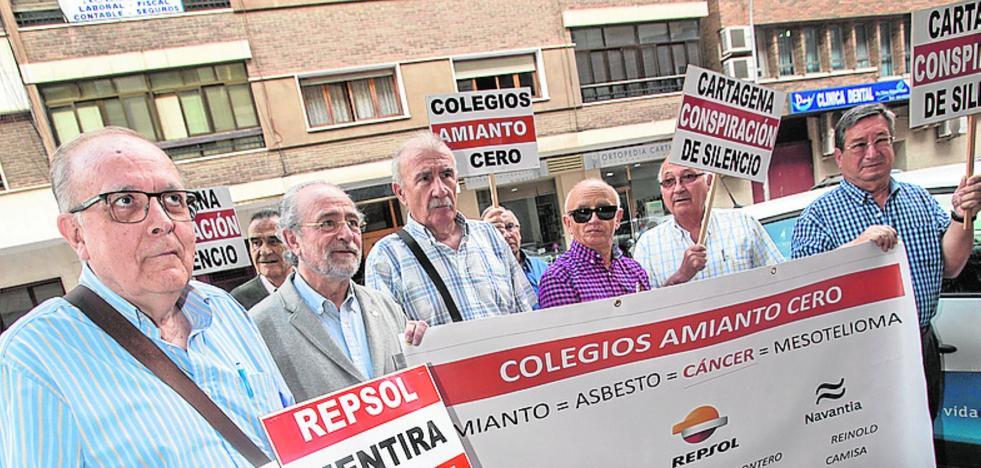 Cuatro exobreros de Navantia piden indemnizaciones por el amianto