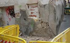 Acordonan un edificio de Cieza por peligro de derrumbe