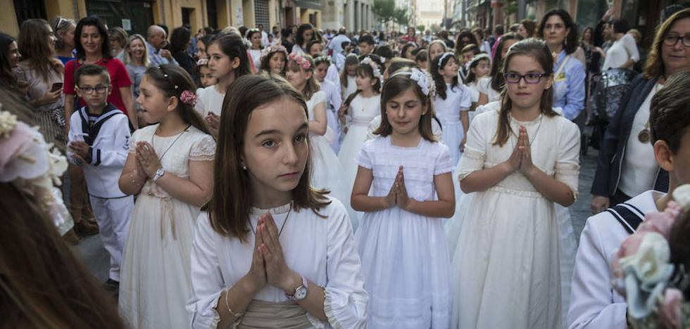 La procesión del Corpus Christi reúne en Cartagena a 4OO niños de Primera Comunión