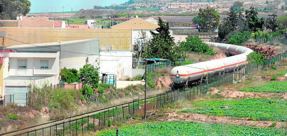 Los vecinos defienden que el cambio en el trazado del AVE beneficiaría al Puerto