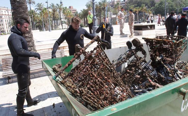 Sacan carros, bicicletas y un ciclomotor del Puerto de Cartagena