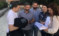 Hostemur presenta cerca de 8.000 firmas contra el 'Persianazo'