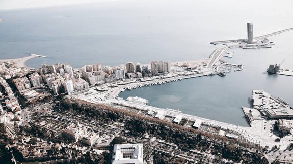 Torre del puerto. Hotel del puerto