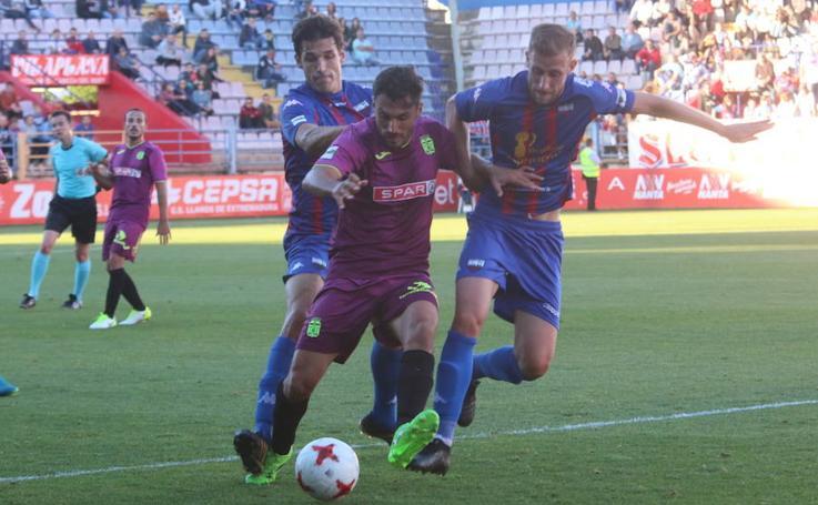 El Cartagena sale líder de Almendralejo (1-1)