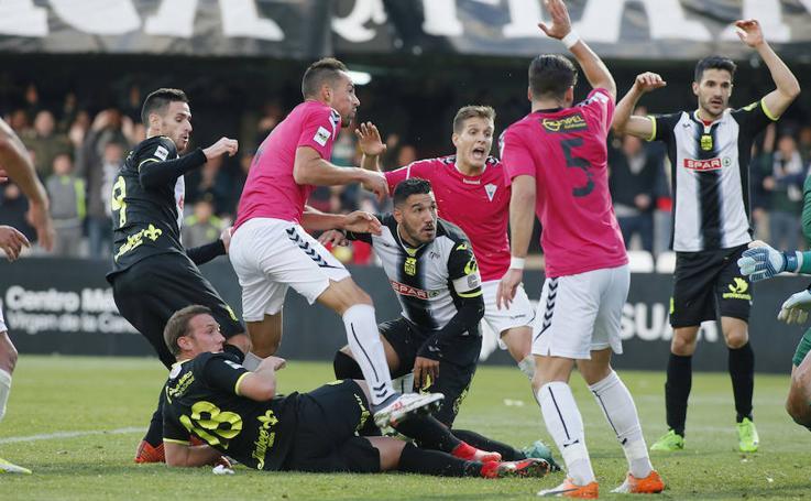 El Efesé pierde el liderato tras caer ante el Marbella (0-1)
