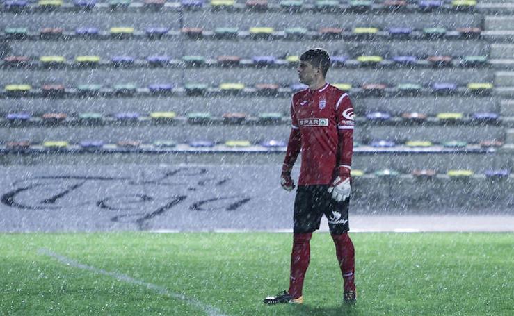 El viento y la lluvia no frenan al Efesé ante el San Fernando (0-2)