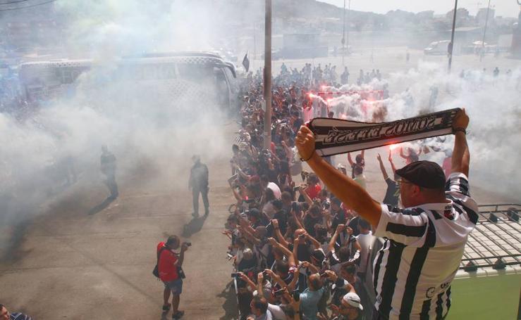 Los aficionados reciben al Efesé antes del decisivo 'playoff' frente al Extremadura