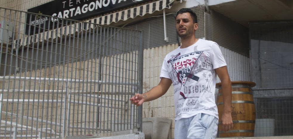 El FC Cartagena amenaza con multar a Chavero y le da vacaciones hasta el 3 de septiembre