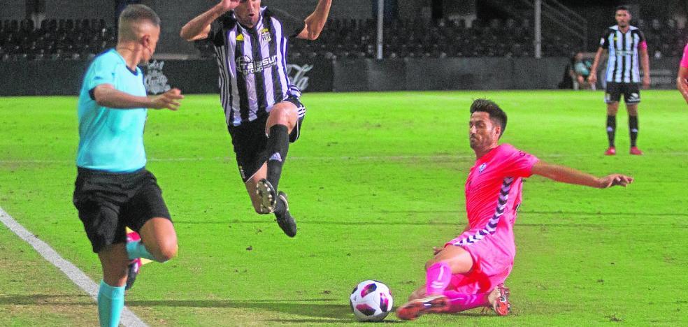 Óscar Ramírez ameniza la espera