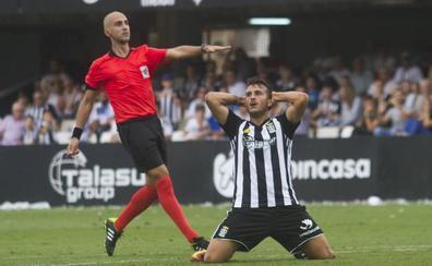 El Melilla pasa por encima de un FC Cartagena sin acierto