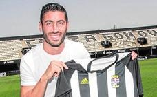El club, «sin prisa», ve «más cerca» a Mejías y respalda a Antonio López