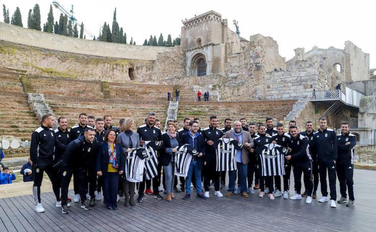 El Teatro Romano se promociona en la equipación del Fútbol Club Cartagena
