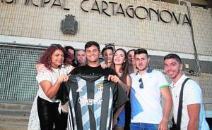 De Vega, a «subir a Segunda» con su familia