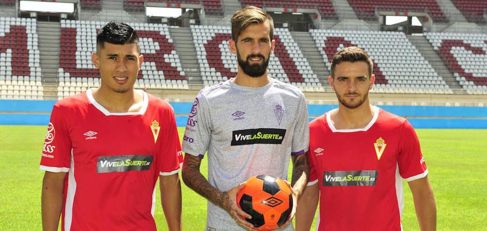 El Murcia presenta a Fede Vega, Fran Carnicer y Xiscu Martínez