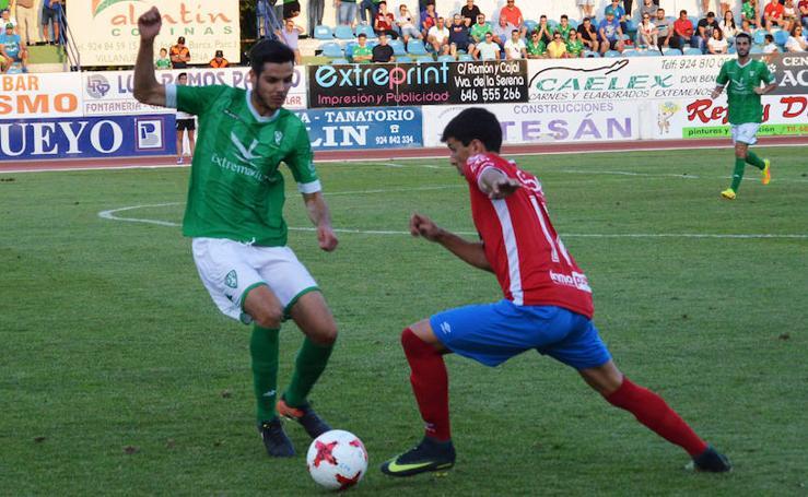 Curto y Ribas protagonizan el empate del Real Murcia ante el Villanovense (1-1)