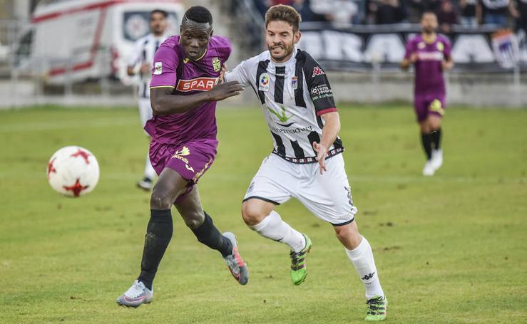 El Cartagena resiste una hora con uno menos y saca un empate ante el Badajoz (0-0)