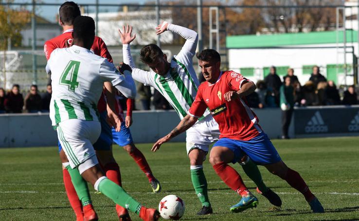 Los granas sobreviven en Sevilla tras empatar contra el Betis Deportivo (0-0)