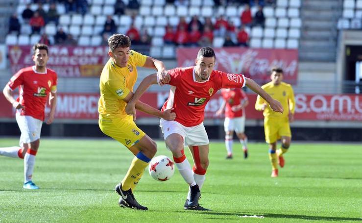 El Murcia sufre para ganar a Las Palmas Atlético (2-0)