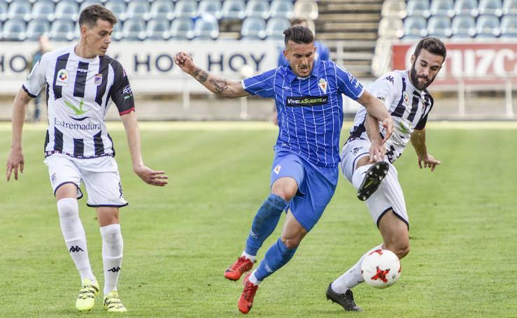 El Murcia sigue soñando con el liderato tras imponerse al Badajoz (2-3)