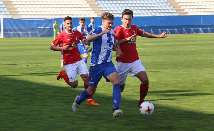 Golpe de autoestima para el Murcia ante el Lorca Deportiva en un derbi descafeinado