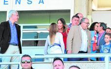 García de la Vega, invitado sorpresa en el palco del estadio Artés Carrasco