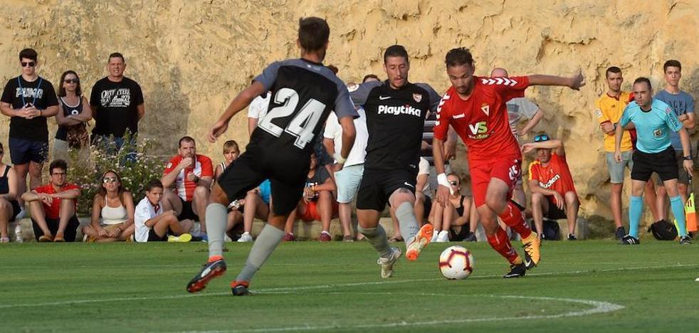El Real Murcia da la cara frente a un Sevilla más rodado