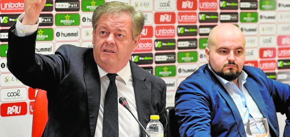 Gálvez dice que «no abandonará» el club y que sigue «ilusionado»