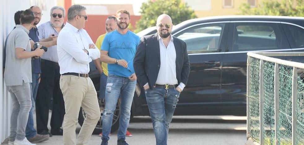 El hijo de Gálvez acude a Cobatillas para tranquilizar a los jugadores