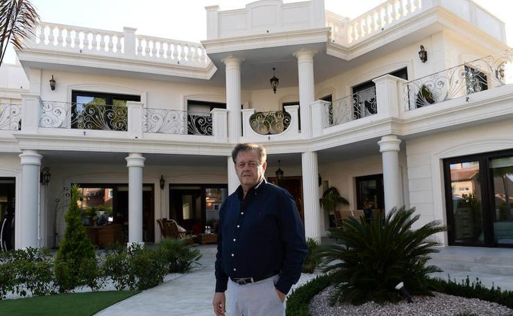 'La Verdad' visitó 'El Torreón', la mansión de Víctor Gálvez en Campoamor