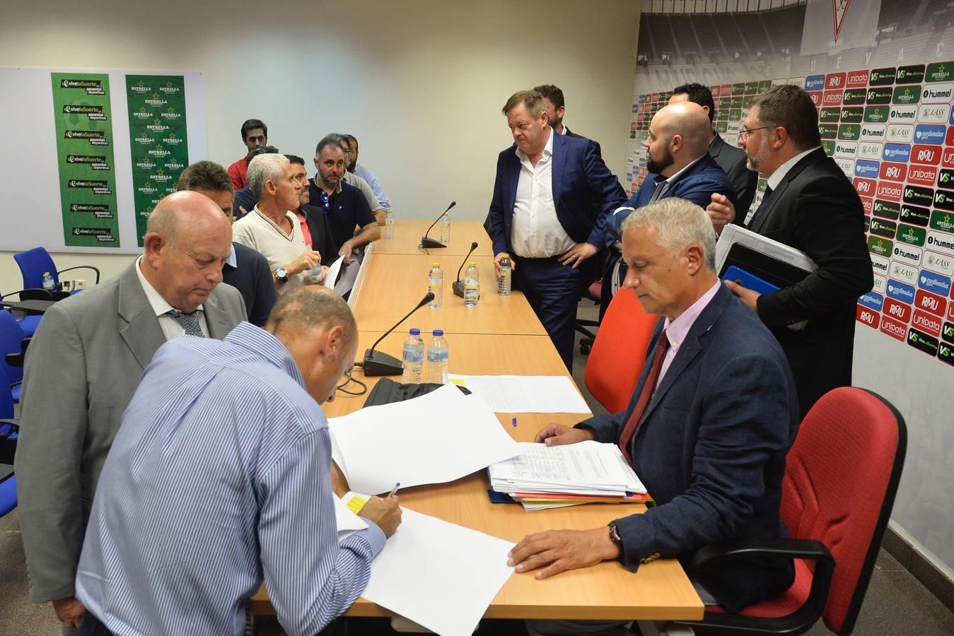 La Junta aprueba la ampliación de capital sin la presencia de De la Vega