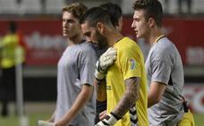 El Real Murcia deja escapar una ventaja de dos goles