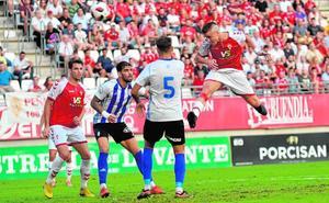 Los empates no quitan al Murcia el papel de favorito
