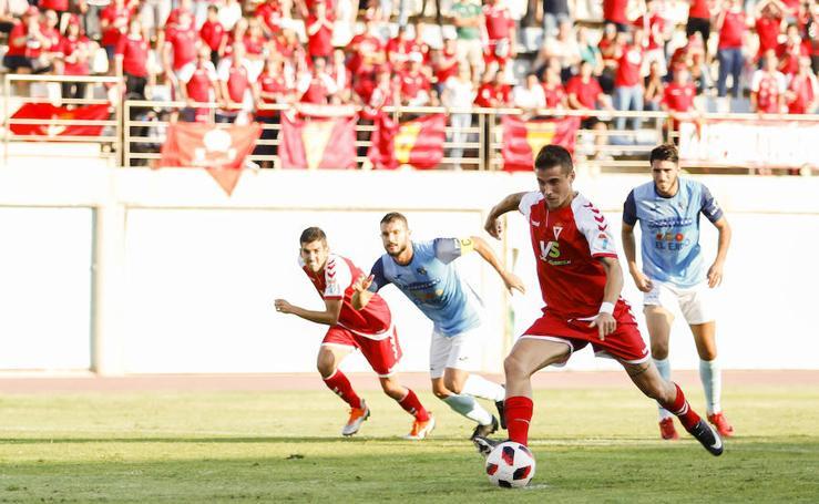 El Murcia vence con autoridad en El Ejido