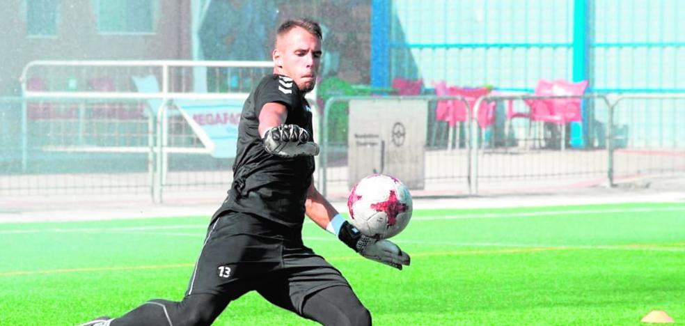 Alejandro Santomé: «No me gusta hablar de si me paga o no el Murcia, yo estoy contento con mi situación»