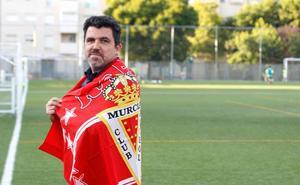 Chema Almela: «No va a llegar un jeque a salvar al Murcia, depende solo de nosotros»