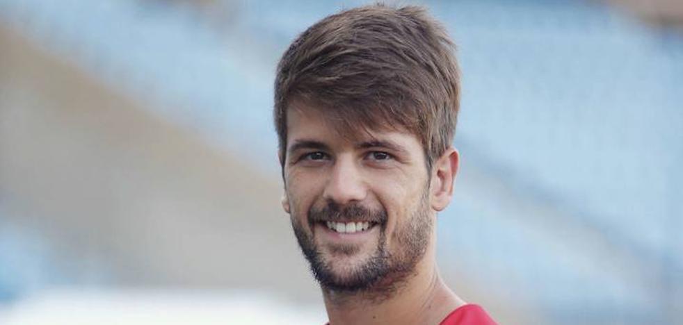 Mario Abenza: «¿A quién no le gustaría jugar algún día en el Real Murcia? Es mi casa, me crié allí»