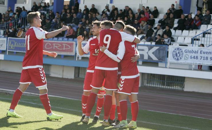 El Real Murcia gana al líder en el último partido del año