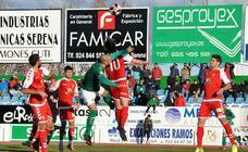 El Murcia saca un empate contra un Villanovense superior