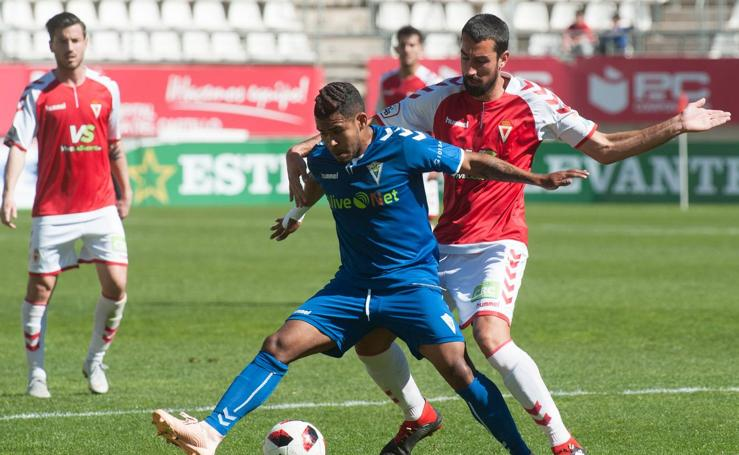 Mejoría insuficiente del Murcia ante el Marbella (1-1)