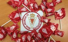 Caramelos granas para repartir murcianismo en Semana Santa