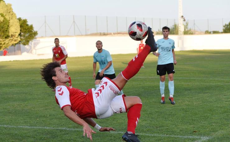 El Murcia se estrena en Mula con goles de Edu Luna y Álvaro Rodríguez (0-2)