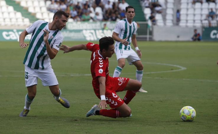 La falta de gol y los fallos atrás vuelven a lastrar al Murcia (1-0)