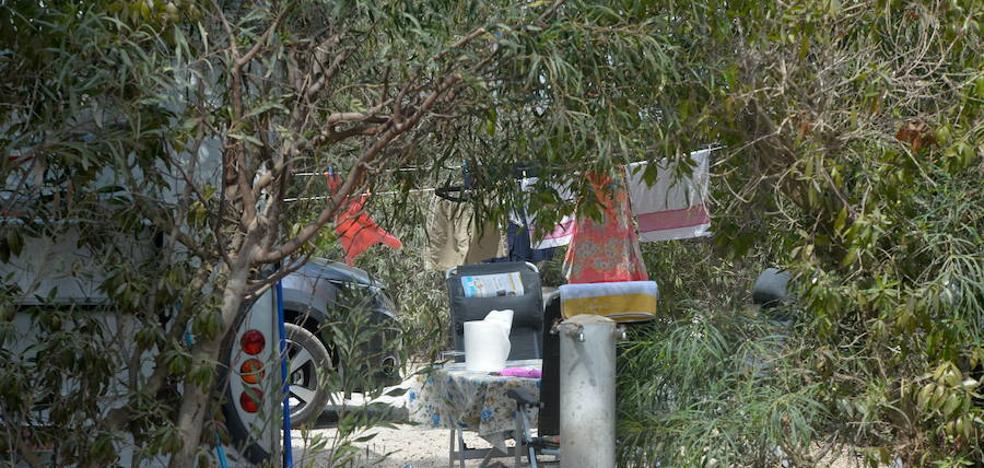 Vecinos de La Manga protestarán este domingo por el descuidado estado del Camping Caravaning