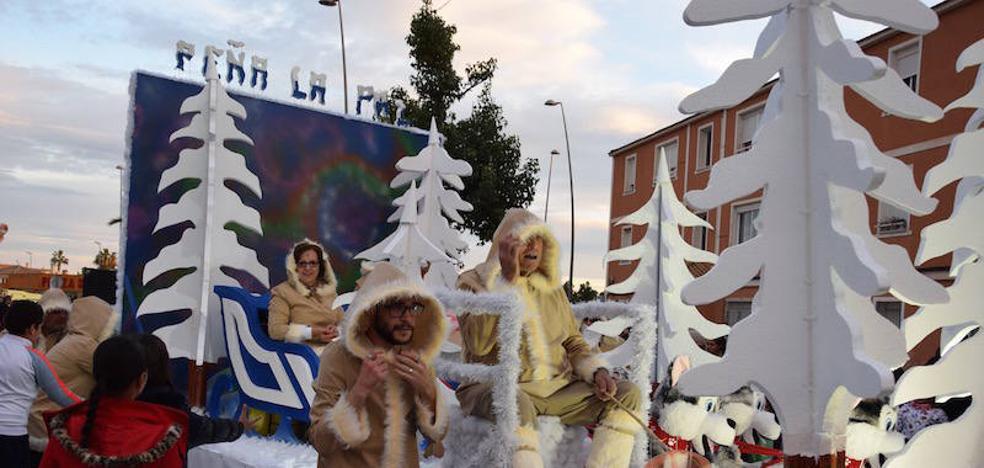 Un invierno nevado se asomó en el desfile de carrozas