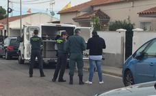 Hallan los cadáveres de dos hermanos que llevaban muertos un mes en su casa de San Javier