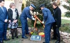 Un monolito en La Ribera recuerda a las víctimas del terrorismo