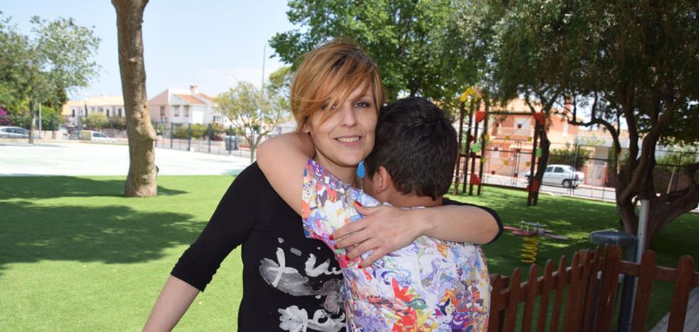 La falta de enfermero obliga a la maestra a cuidar de un niño diabético, autista y asmático